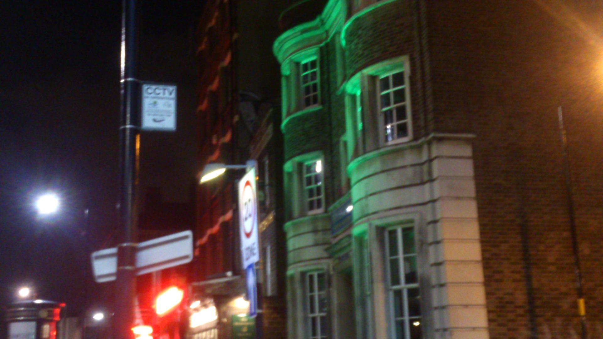 Londoni tévelygések (9.) Estéből hajnalba átcsusszanva