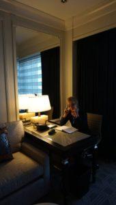 hotel 1. iróasztalnál